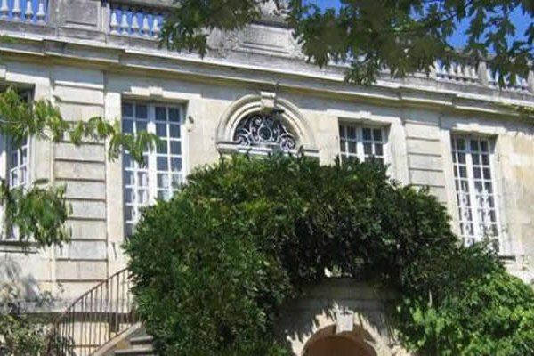 Builders Demolish Russian Billionaire's French Chateau by Mistake