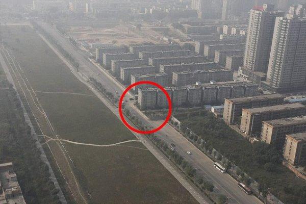 Չինաստանում «Պատահաբար» Բնակելի Շենքը Հայտնվել Է Մայրուղու Վրա