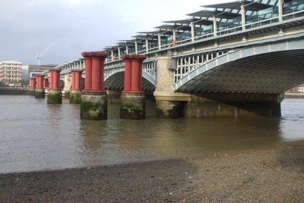 World's Largest Solar Bridge Complete In London