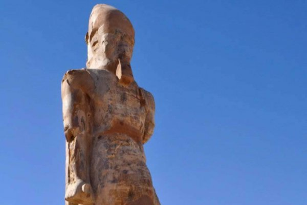 Egypt Unveiled Statue Of Amenhotep III
