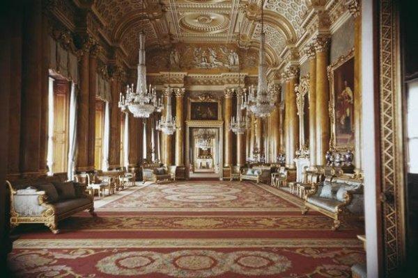 Buckingham Palace Needs A Urgent Reconstruction