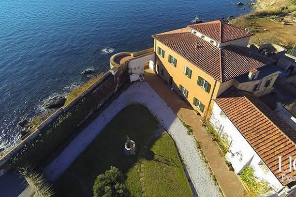 Italian Villa Decorated By Leonardo Da Vinci Goes On Sale In Tuscany