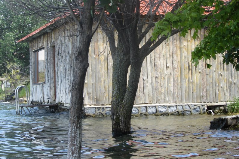 Noy Land. Cottages in water
