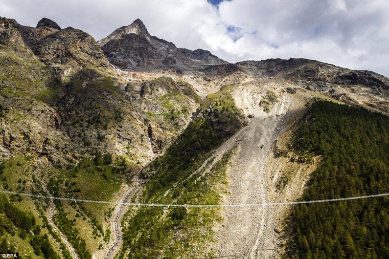Շվեյցարիայում Բացվել Է Աշխարհի Ամենաերկար Կախված Կամուրջը Հետիոտնի Համար