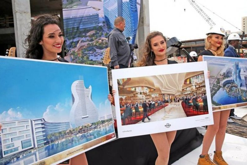 Guitar-Shaped Glass Hotel To Be Built In Florida