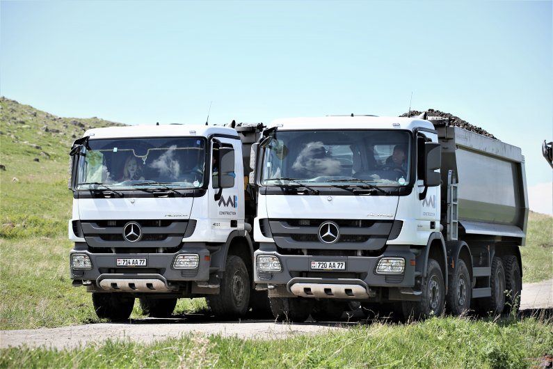 Mercedes-Benz Actros 4144 Dump tracks
