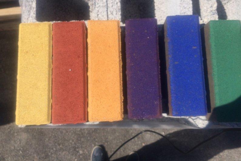 բետոնե սալիկներ գունավոր