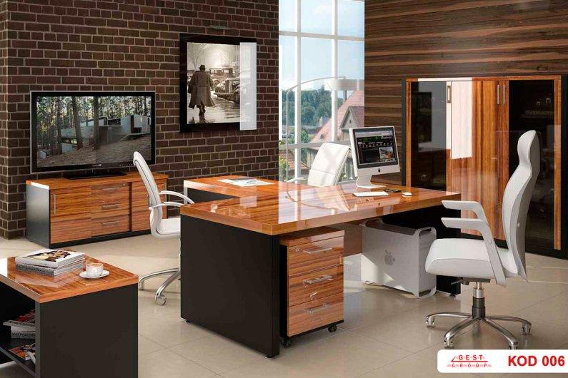 Պատվերով գրասեղան